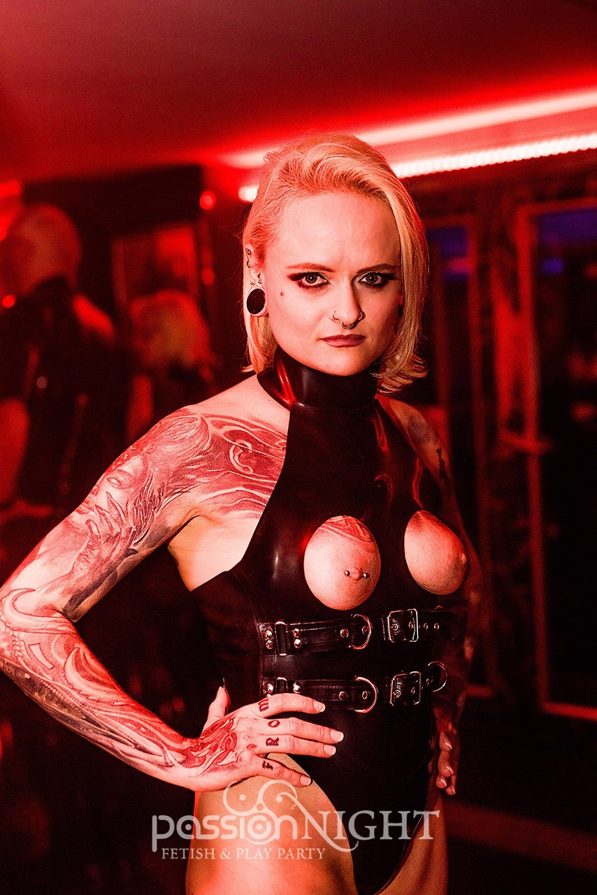 Mistress Sinister auf der Passion Night